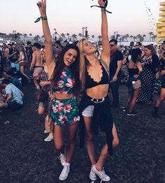 Roupas mais hipster está bem em alta para eventos ao ar livre como Lollapalooza e rock'in rio