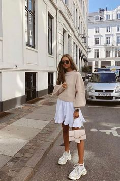 50 Pretty Summer Street Style Looks To Copy Now Outfits 2019 Outfits casual Outfits for moms Outfits for school Outfits for teen girls Outfits for work Outfits with hats Outfits women Indie Outfits, Casual Fall Outfits, Fashion Outfits, Outfit Winter, Casual Wear, Casual Summer, Outfits Spring, Classy Casual, Dress Fashion