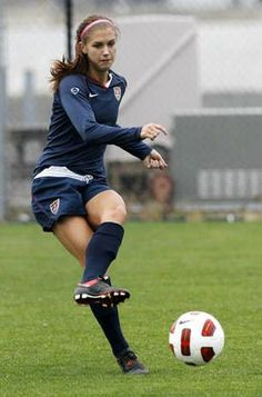 Really Great Football Tips Everyone Should Know. Are you interesting in improving your football game? Are you interested in playing football, but have no idea where to start? Usa Soccer Team, Good Soccer Players, Us Soccer, Play Soccer, Football Soccer, Soccer Stuff, Soccer Inspiration, Alex Morgan Soccer, Soccer Season