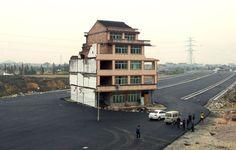 La Xina construeix una autopista i deixa una casa al mig per la resistència d'una parella d'avis