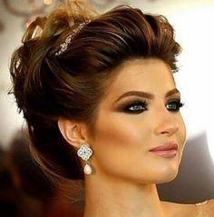 Kına gecesi yaklaşırken kına geçesi saç stilleri ve modellerini size tercih kolaylığı sunması açısından ve kına elbisenize uyumlu biçimde bir ahenk yakalamanız için saç modeli seçim