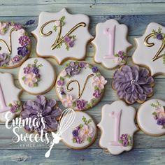 Vintage Florals 🌸💐💕 swipe to see some close up pics of the set . Iced Cookies, Cake Cookies, Sugar Cookies, Cupcake Cakes, Meringue Cookies, 2 Birthday, Birthday Cookies, Galletas Decoradas Baby Shower, Purple Cookies
