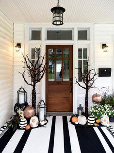 Porche Halloween, Casa Halloween, Halloween Party Decor, Halloween Porch Decorations, Haunted Halloween, Homemade Halloween, Modern Halloween Decor, Halloween Entryway, Halloween Front Porches