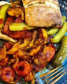 A southern Iran street food with hotdogs, potatoes, onions and spices. Serve it with spicy pickles and sriracha sauce for maximum heat🔥 New Cooking, Cooking Recipes, Iran Food, Spicy Pickles, Sriracha Sauce, Culture Travel, Fresh Vegetables, Street Food, Onions