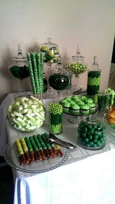"""My """"Shades of Green"""" candy buffet."""