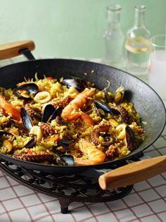 Παέγια αιγαιοπελαγίτικη - www.olivemagazine.gr Greek Cooking, Vegetarian Cooking, Cooking Recipes, Healthy Recipes, Cooking Fish, Greek Recipes, Fish Recipes, How To Cook Fish, Rice Dishes