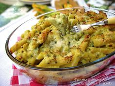 Pennette+gratinate+con+crema+di+zucchine+e+robiola