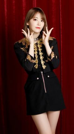 Kpop Girl Groups, Kpop Girls, Kpop Costume, Sakura Miyawaki, Yu Jin, Japanese Girl Group, Pink Love, Female Singers, Girl Crushes