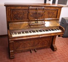 upright piano Frederick Reogh, 1870 London (GER) Subject: Upright PianoPeriod: 1870Style: VictorianProvenance: London, EnglandDescription: An upright piano is completely decorated in walnut and walnu... Dario Raia