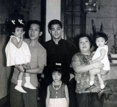 Rare Bruce Lee picture here. Artiste Martial, Martial Artist, Kung Fu, Bruce Lee Collection, Bruce Lee Pictures, Bruce Lee Family, Hong Kong, Ab Day, The Big Boss