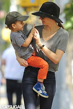 Miranda Kerr Photos - Miranda Kerr carries a very happy looking Flynn Bloom as they head home after a stroll through Central Park in New York. - Miranda Kerr and Flynn Stroll Through Central Park Love You Baby, Mom And Baby, Mommy And Me, Miranda Kerr Orlando Bloom, Miranda Kerr Street Style, Maid In Manhattan, Orange Jeans, Dylan And Cole, Cute Kids Photography