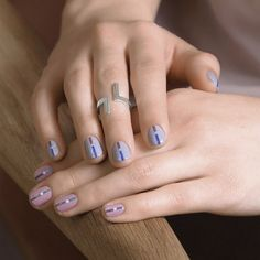 A manicure with a muticolored line and a dot in the center on a pink base on the left hand and a blue base on the right hand. Manicure by Sundays Studio. New Nail Art, Cool Nail Art, Beauty Art, Diy Beauty, Instagram Accounts To Follow, Instagram Posts, Beauty Salon Interior, Instagram Nails, Makeup Photography