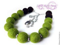"""Купить Войлочные бусы """"Оливка"""" - оливки, оливковый цвет, стразы, блестящие бусины, зеленые бусы"""
