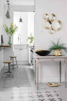 Photo number 6 in the gallery - Bright apartment a pair of doctors Bright Apartment, Small Kitchen Organization, Narrow Kitchen, Malaga, Entryway Bench, Layout, House Design, Flooring, Furniture