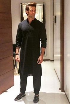 15 Outfits You Can Wear To Your Best Friend's Wedding Wedding Kurta For Men, Wedding Dresses Men Indian, Wedding Dress Men, Bollywood Actors, Bollywood Celebrities, Bollywood Fashion, Indian Men Fashion, Mens Fashion Blog, Hrithik Roshan Hairstyle
