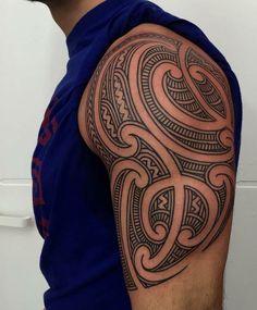 tatuaje estilo maorí