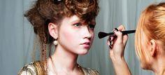 Apúntate a los cursos gratis de maquillaje de Etnia Cosmetics > http://formaciononline.eu/cursos-gratis-de-maquillaje-presenciales-etnia-cosmetics/