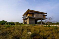 Galeria de Sede para equipe do parque eólico de Jaffna / Palinda Kannangara Architects - 1
