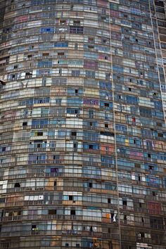 The Edifício Copan (Copan Building) São Paulo, Brazil. It has the largest floor area of any residential building in the world. (by Pedro Milanez) Oscar Niemeyer, Sao Paulo Brazil, Brazil Brazil, Urban Life, Slums, Historical Sites, Abandoned Places, City Photo, Cool Photos
