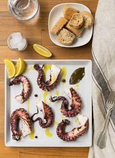Easy Baked Mediterranean Octopus Recipe This is probably the easiest way to prepare octopus! Don't be afraid of octopus anymore! Tender a Baked Calamari Recipe, Calamari Recipes, Seafood Recipes, Oven Recipes, Snack Recipes, Cooking Recipes, Easy Recipes, How To Cook Octopus, Healthy Salmon Burgers