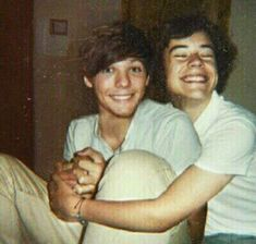 This photo makes me really happy😀😌 Larry Stylinson, One Direction Fotos, One Direction Pictures, Larry Shippers, Foto Jimin, Harry Styles Pictures, Great Love Stories, Louis And Harry, Louis Williams