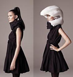 ヘルメット「Hövding」は、マフラーのように首に巻くスタイルのもの