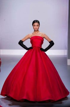 See all the looks from the stunning Ralph & Russo couture show http://uk.bazaar.com/1eFBFXh