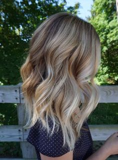 Hair Styles 2018 Appealing Vanilla Blonde Balayage Chunky Wavy Hair … Hair Styles 2018 Appealing Vanilla Blonde Balayage Chunky Wavy Hair Kjbhair Pic For Color And Trend Ultra Flirty Blonde Hairstyles You Have To Try — Style Estate Hair Color Balayage, Ombre Hair Color, Hair Highlights, Short Balayage, Beige Blonde Balayage, Blonde Color, Baylage Blonde, Balayage Hairstyle, Blonde Wavy Hair