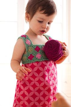 Child's dress with crochet granny-square bodice. Thanks for sharing! ☀ CQ #crochet #baby