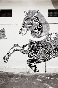 Hybrid Horse street art - I'm in <3 with this crazy talent!