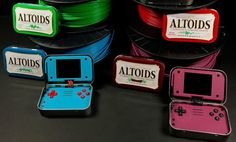 This Raspberry Pi game emulator disguised as an Altoids tin is curiously nerdy — The Verge Dieser Himbeer-Pi-Emulator, der als Altoids-Dose verkleidet ist, ist seltsamerweise nerdy – The Verge Electronics Projects, Diy Electronics, Electronic Gifts For Men, Electronic Shop, Cool Raspberry Pi Projects, 3d Printing Diy, Mint Tins, Altoids Tins, Mini Games