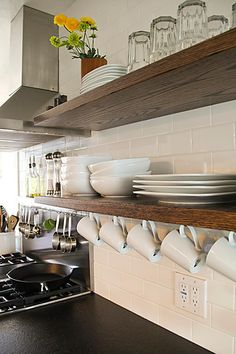 Trendspotting: White subway tile and open shelving!