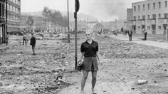 A selection of photographs of Londonderry taken during the Battle of the Bogside in by French photojournalist Gilles Caron, are gifted to the city and will go on display at the end of October. Northern Ireland Troubles, Belfast Northern Ireland, Gilles Caron, Derry City, Ireland Map, Erin Go Bragh, Londonderry, British Royals, Bbc News