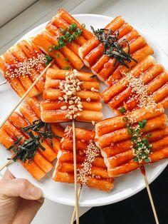 Korean Tteokkochi Skewers 떡꼬치 — IT'S LIZ MIU Good Food, Yummy Food, Healthy Food, Korean Street Food, South Korean Food, Think Food, Food Platters, Food Goals, Cafe Food