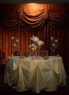 Sweetheart table with gold and pink accents