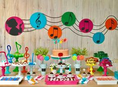 #Festa Música por @trecoleco  #musica #festamusica #festanotasmusicais #festainfantil #festalinda #festa #decoraçãodefesta #party #kidsparty #kidspartyideas #partyinspiration Music Theme Birthday, Rockstar Birthday, Music Themed Parties, 1st Birthday Parties, Boy Birthday, Music Party Decorations, Birthday Decorations, Neon Party, Disco Party