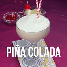 Piña Colada Tropical-Atıştırmalık tarifler - Las recetas más prácticas y fáciles Drink Bar, Liquor Drinks, Dessert Drinks, Cocktail Drinks, Fun Drinks, Healthy Drinks, Alcoholic Drinks, Food And Drink, Cocktail Videos