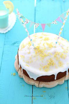 torta-glassata-al-limone-con-bandierine-lemon-cake-cake-topper