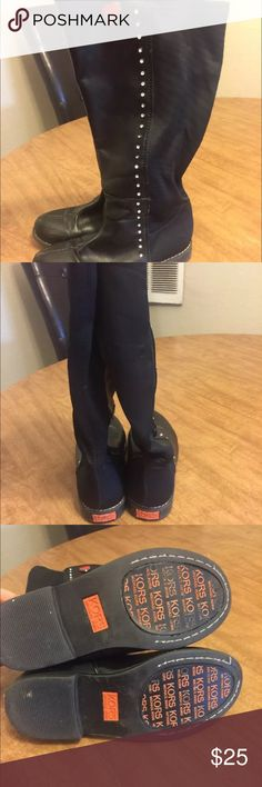 Michael kors girls boots Size 13 have some scuffs from in picture other than that they are in great condition very cute Michael Kors Shoes Boots