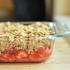 how to make a fruit crumble with any kind of fruit. (make large batch of topping and store in fridge) See also: Crock Pot pin