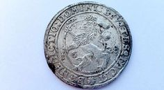 Stor sølvskat fundet på FalsterDen velbevarede dansk-norske sølvdaler fra 1628 med Christian IV på forsiden og rigsvåbenets løve på bagsiden blev for nylig fundet ved Orenæs på Nordfalster.Foto: Museum Lolland-Falster -