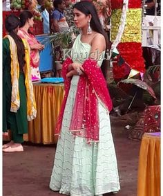 Dress Indian Style, Indian Fashion Dresses, Indian Designer Outfits, Girls Fashion Clothes, Fashion Outfits, Simple Lehenga, Casual College Outfits, Designer Party Wear Dresses, Trendy Dresses