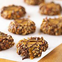 Chocolaty Caramel Thumbprint Chocolate Thumbprint Cookies, Chocolate Oatmeal Cookies, Chocolate Topping, Oatmeal Raisin Cookies, Chocolate Drizzle, Chocolate Caramels, Favorite Cookie Recipe, Best Cookie Recipes, Holiday Recipes