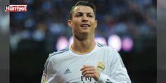 Ronaldonun ağzını yine okudular! Bu kez taraftara... : Real Madridin Portekizli yıldızı Cristiano Ronaldo ligde 3 maç art arda berabere kalmalarının ardından Bernabeu tribünlerinden yükselen ıslık sesine tepki gösterdi.  http://ift.tt/2dLmZiB #Spor   #Ronaldo #Bernabeu #ardın #berabere #tribünlerinden