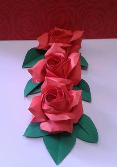 Origami rose mania! Folded by Majomajo/ Designed by Naomiki Sato/ Tutorial from Masahiro Ichikawa www.youtube.com/...