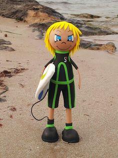 Brandon a surfear las olas