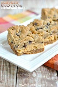 Pumpkin Chocolate Chip Cheesecake Bars: one of the most amazing pumpkin recipes this season! From Shugary Sweets Fall Desserts, Just Desserts, Delicious Desserts, Dessert Recipes, Yummy Food, Chocolate Chip Cheesecake Bars, Lemon Cheesecake, Pumpkin Cheesecake Bars, Yummy Treats