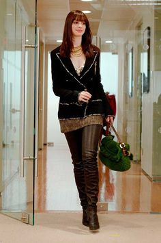 The Devil Wears Prada Andy Sachs Anne Hathaway Looks Chic, Looks Style, Style Me, Chanel Boots, Chanel Jacket, Andy Sachs, Look Fashion, Fashion Outfits, Womens Fashion