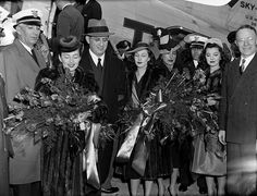 """Dec. 15, 1939 — The film """"Gone With the Wind"""" premieres in Atlanta. Martin Luther King Jr., then a boy, sings in a choir at the gala event. Pictured from left, actress Olivia de Havilland, producer David O. Selznick, Vivien Leigh, Ann Rutherford and Atlanta mayor William Hartsfield at the Atlanta Municipal Airport."""