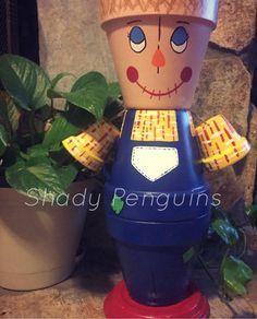 Scarecrow Flower Pot People /flower pot/ indoor by ShadyPenguins Flower Pot Art, Clay Flower Pots, Flower Pot Crafts, Painted Clay Pots, Painted Flower Pots, Hand Painted, Painted Pebbles, Flower Pot People, Clay Pot People